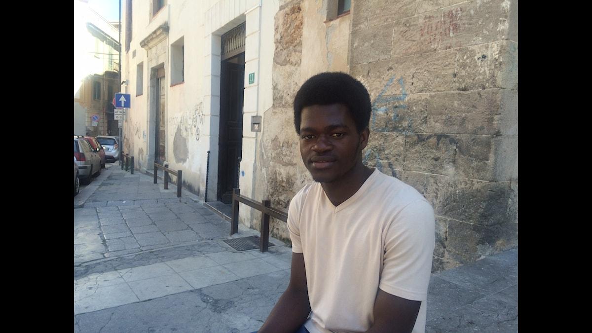 Hör om 18 åriga Bacary Marongs långa väg från Gambia. Foto: Martin Jönsson/Sveriges Radio