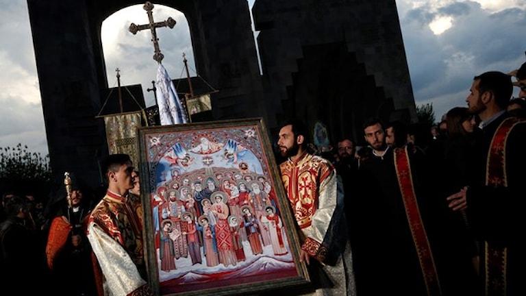 Hundratusentals armernier kommer delta i en ceremoni i Jerevan idag. Foto: Sergei Grits/AP
