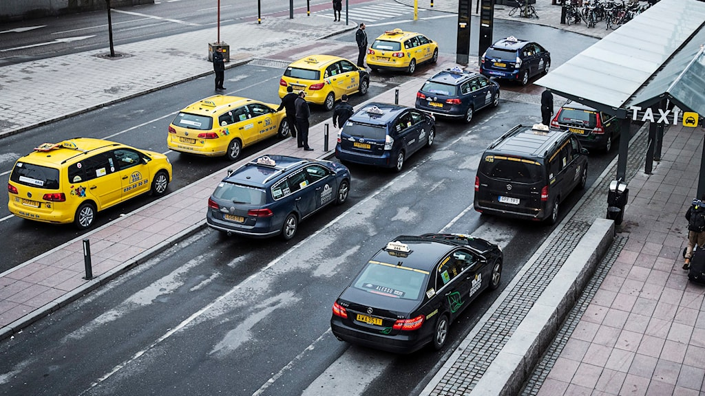 Taxibilar uppradade vid taxiplats. Foto: Emma-Sofia Olsson/TT.