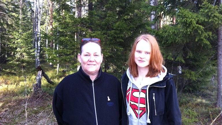 Mikaela och hennes mamma Katarina Carlström Larsson. Foto: Eva Brännman/Sveriges Radio