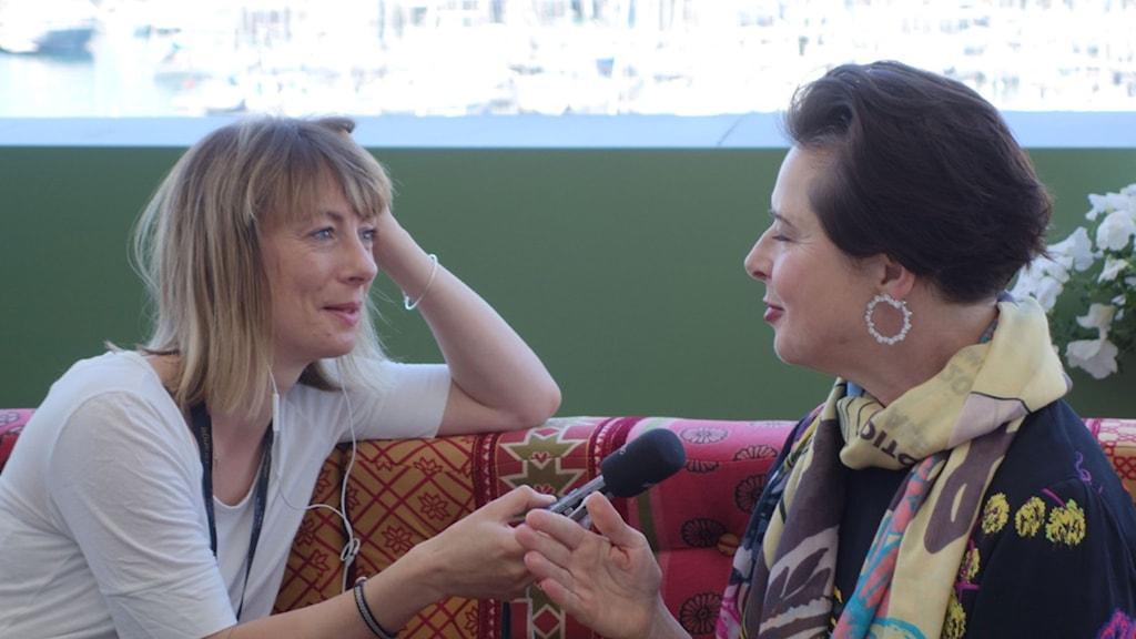 Isbella Rosselini intervjuas av Lisa Bergström. Foto: Stina Gardell