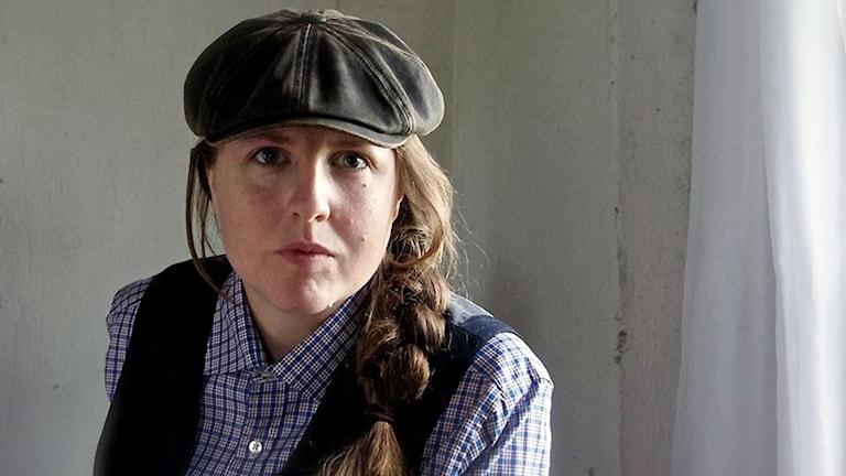 Stina Stoor debuterar med boken Bli som folk. Foto: Nasti Roos / Norstedts