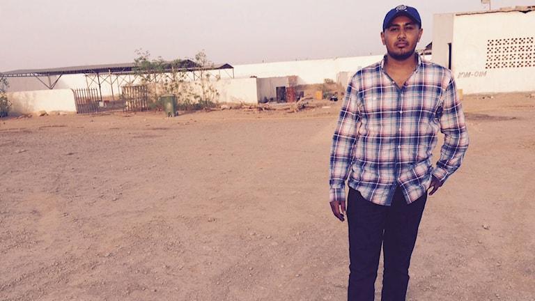 Ali som jobbar för IOM i Obokh i norra Djibouti. Foto:Jesper Lindau/Sveriges Radio.