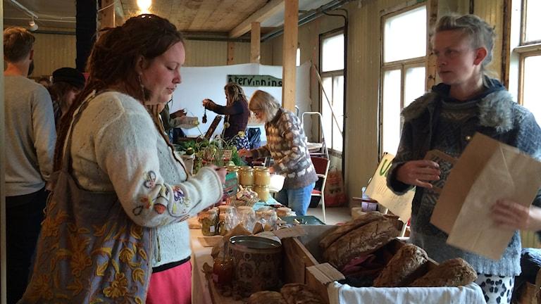 Marknad på fermenteringsfestivalen Levande Kultur som pågick förra helgen. Foto: Maria Hansson Trens/Sveriges Radio.