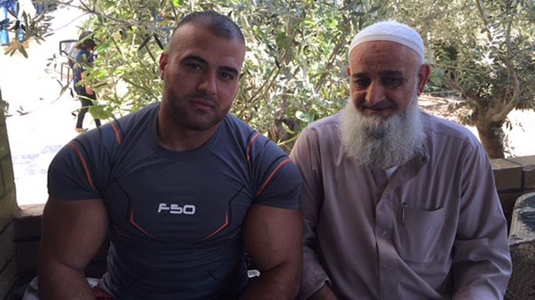 Mohamed och hans far. Foto: Johan-Mathias Sommarström/Sveriges Radio.