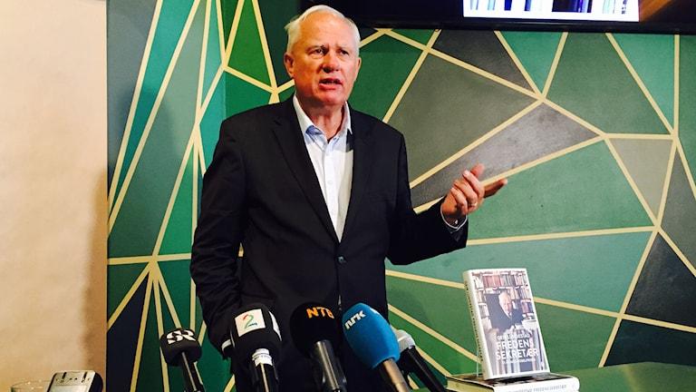 """""""Norska Nobelkommittén måste våga tala när andra tiger"""", säger mångårige Nobelsekreteraren Geir Lundestad. Foto: Jens Möller/Sveriges Radio."""
