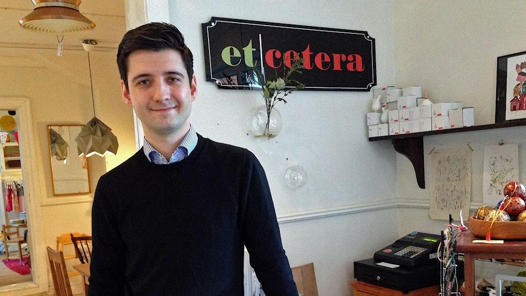 Emil Bohlemark, butiks- och kaféägare. FOTO: Sandra Neergaard-Petersen/Sveriges Radio