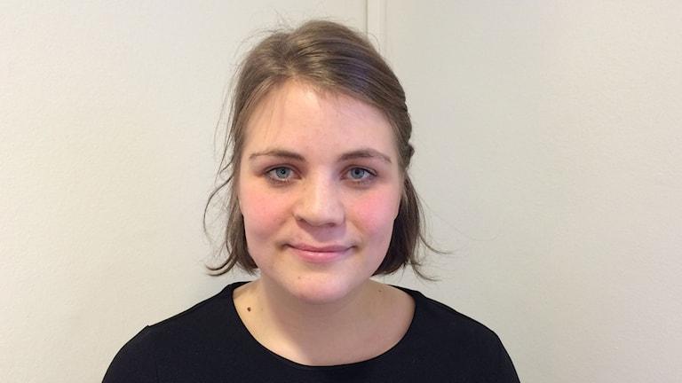 Ragnhild Kaski var 21 år när hon, med bruten fot, gömde sig på Utøya för att undkomma mördaren Breivik. Foto: Jens Möller/Sveriges Radio.