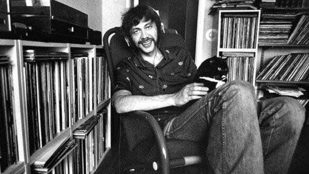 Kjell Alinge hemma i vardagsrummet 1975. Foto: Kent Östlund/TT.