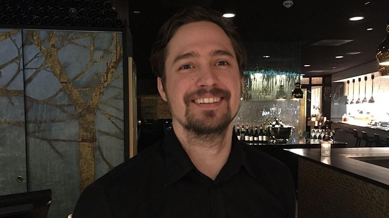 Alexander Forsberg är barchef i Oslo och stortrivs. Han har inga planer på att flytta hem till Sverige.