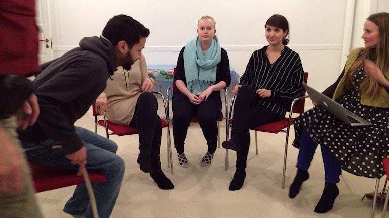Initiativtagaren imam Sherin Khankan till höger i bild.