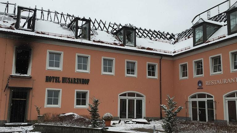 Det före detta hotellet hade just renoverats och skulle öppna för 300 flyktingar när det stacks i brand. Foto: Daniela Marquardt/Sveriges Radio.