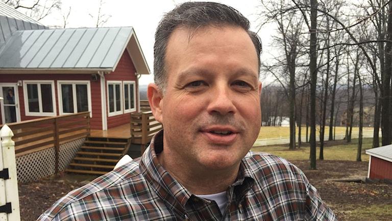 Tom Whatman är republikan och jordbruksföretagare i Bellville, Ohio.