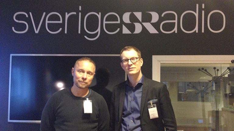 Arto Winter, delägare i caféet Mälarpaviljongen och Samuel Engblom, samhällspolitisk chef på TCO gästade Studio Ett. Foto: Frida Sjölander/Sveriges Radio.