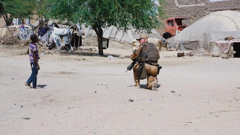Svensk soldat på plats i Mali. Foto: Fernando Arias/SR