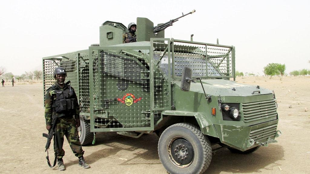 Många soldater i Kamerun har dött av vägbomber och minor. Nu har de fler minsäkra fordon.
