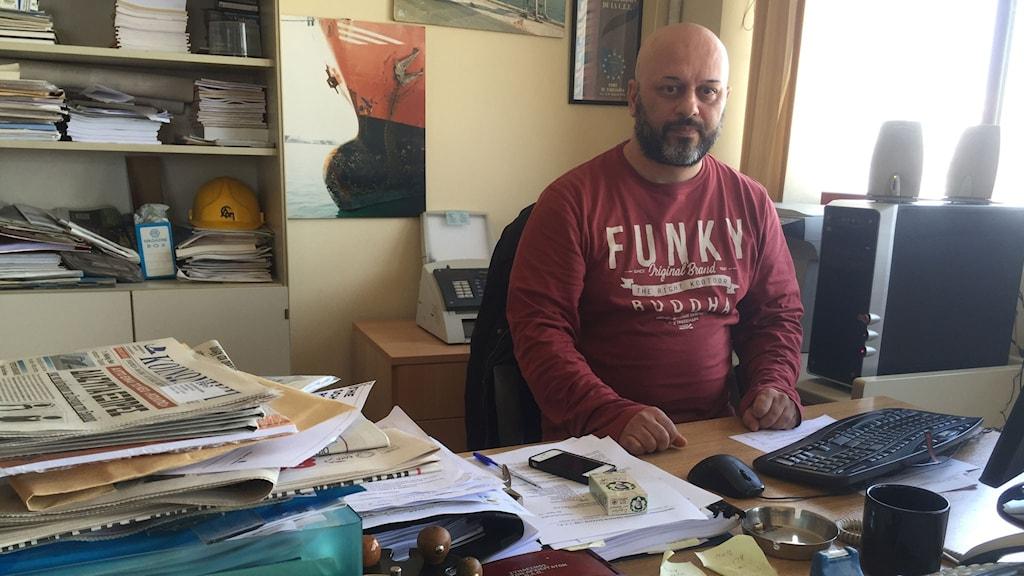 Giorgos Gogos är ordförande för Hamnarbetarförbundet i Piraeushamnen och nu protesterar de mot utförsäljningen av hamnen.