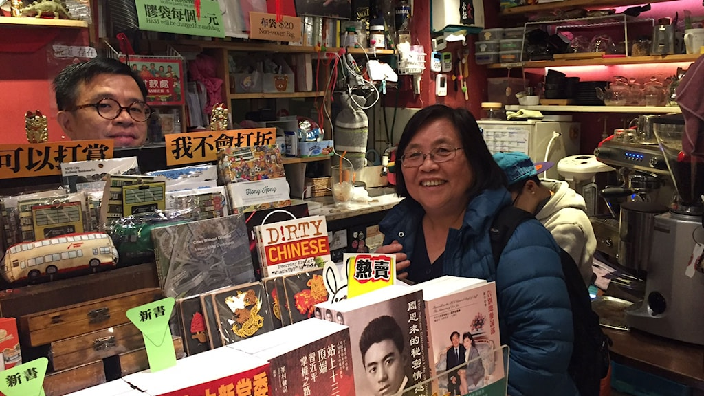 I bokaffären Peoples books and coffe  som säljer liknande böcker som Causeway Bay Books.