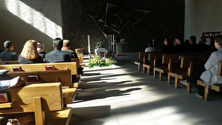 Den första april begravdes Johns vän Staffan i Råcksta kapell i Stockholm. Staffan dog av en överdos heroin den 20 februari i år. Han blev 34 år.