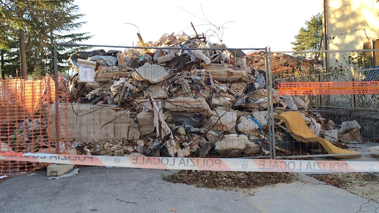 Rester av byggnader i Amatrice.