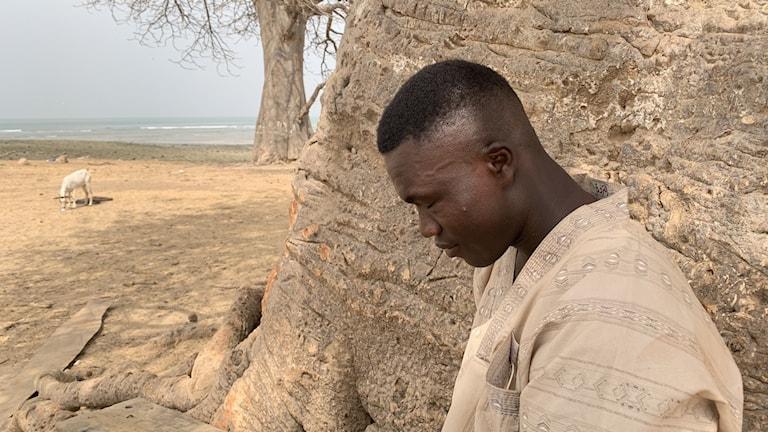 Han överlevde båtolyckan, men hans bror och syster dog.