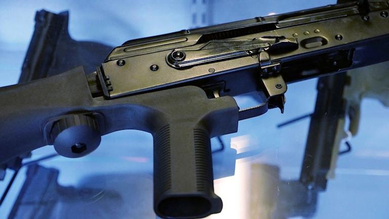 Halvautomatiskt skjutvapen.