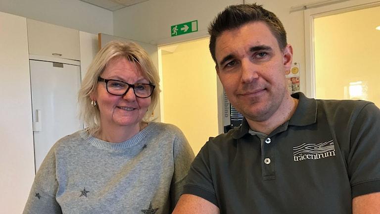 Carina Stende och Fredrik Johansson undervisar på kursen i industriellt trähusbyggande i Eksjö.