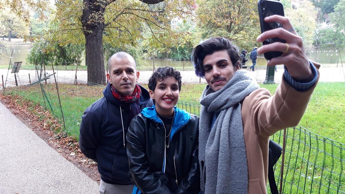 Författarna Abdellah Taïa och Fatima Daas samt studenten Ryan Boukazia.