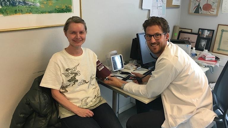 Susanne Hæstad känner sig trygg hos sin fastläkare Andreas Saxlund Pahle på Bolteløkka Legesenter i Oslo.