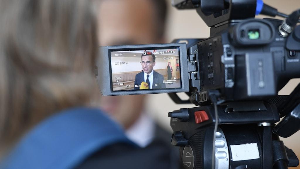 Moderaternas partiledare Ulf Kristersson (M) intervjuas av media efter pressträff i riksdagens presscenter i Stockholm. M-ledaren Ulf Kristersson ger upp försöken att bilda en ny borgerlig regering.