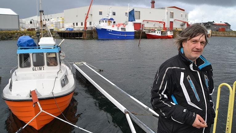 Fiskaren Yngve Larssen oroar sig för att oljan kan slå ut fisken.
