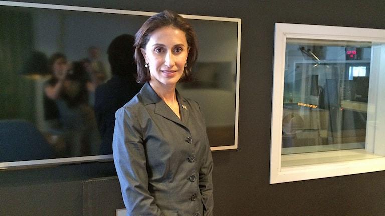 Azita Raji, USA:s nya Sverige-ambassadör på besök i studio 7 i Radiohuset.