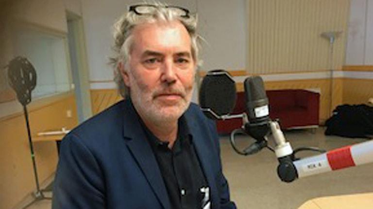 Författaren och journalisten Per Brinkemo är en av redaktörerna bakom antologin Klanen.