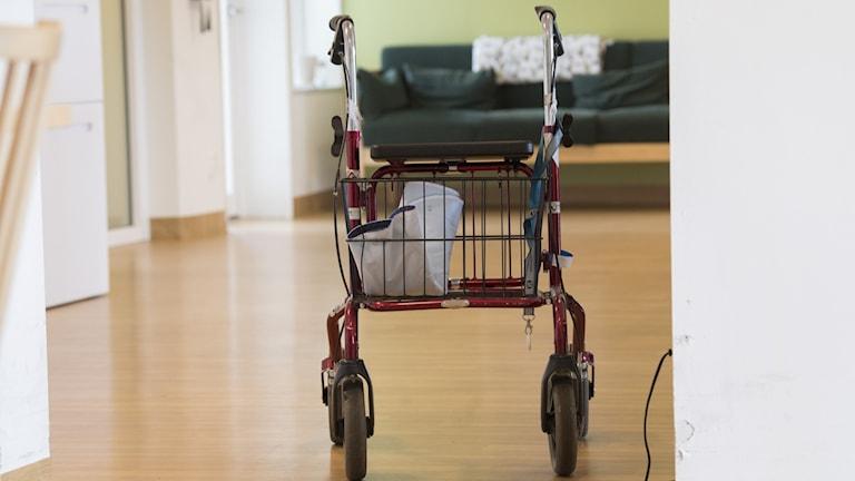 Rollator på ett äldreboende.