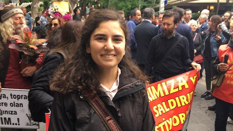 Esra Özakman, gift med hungerstrejkande Semih (hon greps idag).