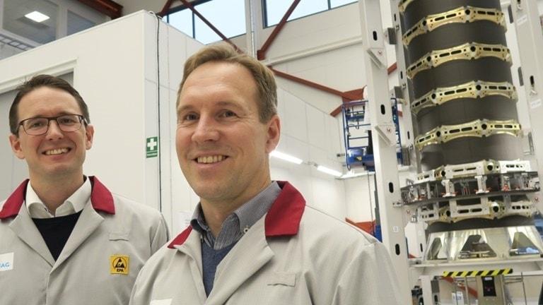 Andreas Jonsson och Stefan Brick framför en dispenser.