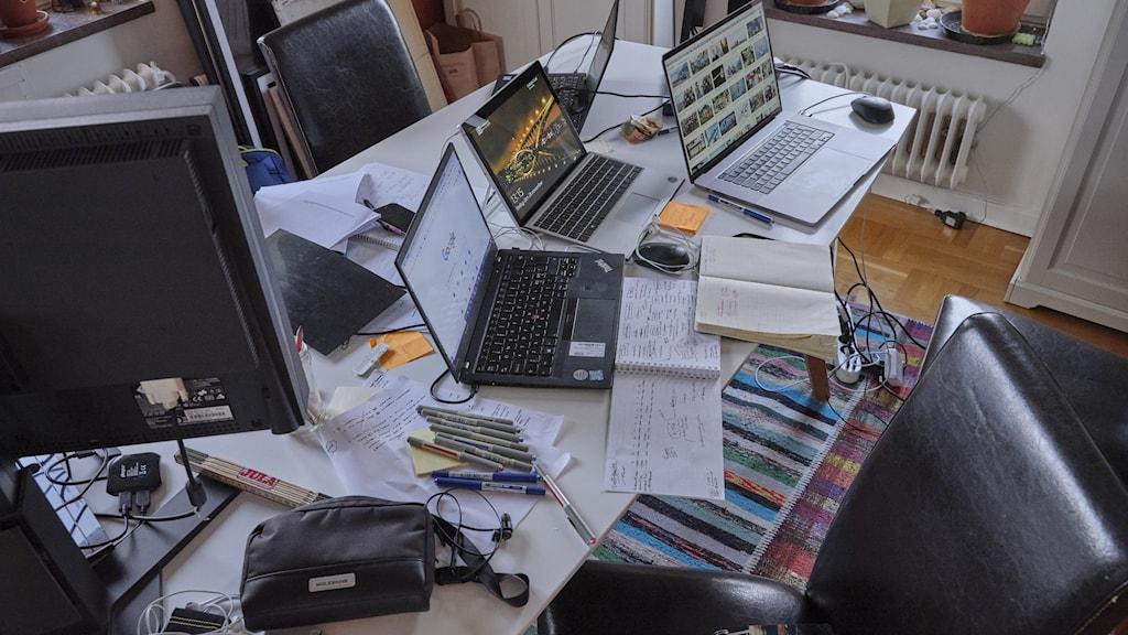 Stökigt skrivbord