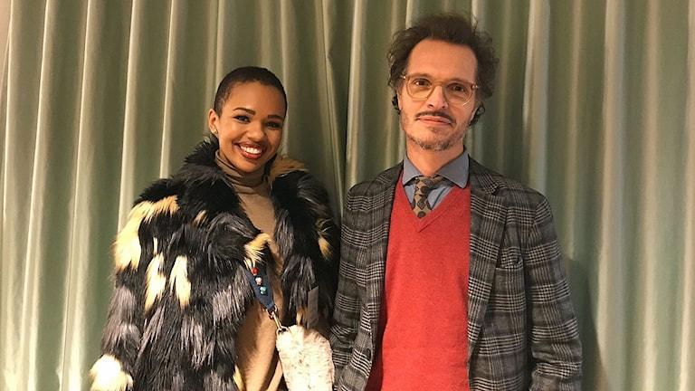 "Sabina Decirée, vloggare, och Poul Perris, psykoterapeut, aktuella i SVT:s nya serie ""Mitt perfekta liv""."