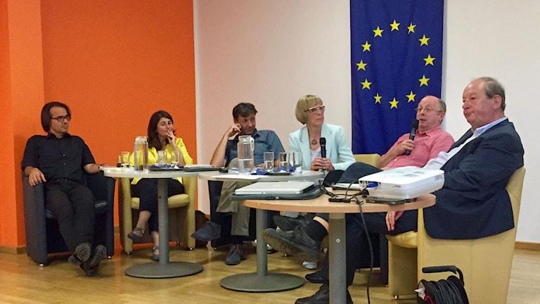 Europa-café i Wien-stadsdelen Wieden. Lokala företagare, kulturarbetare och forskare berättar vad EU betyder för dem.