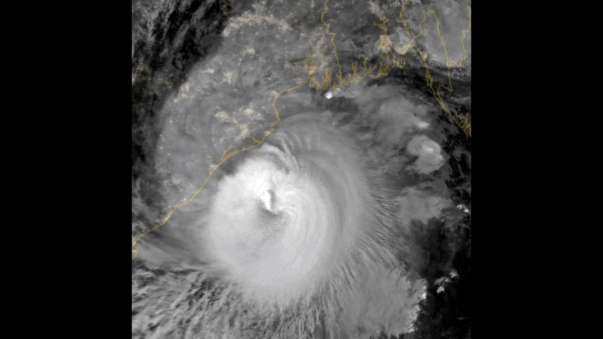 Cyklonen Amphan sett från rymden