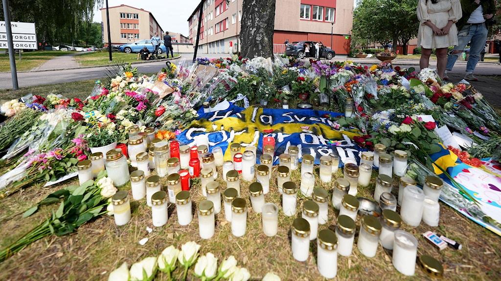 Polismord i Biskopsgården blommor