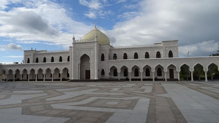 Gigantiska nya vita moskén ska återupprätta Bolgar ,som var ett slags sovjetiskt Mecka, enda platsen dit det var tillåtet att göra haj.