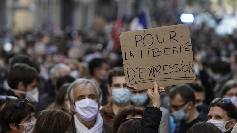 Frankrike knivdåd lärare