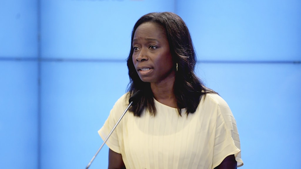"""Liberalernas partiledare Nyamko Sabuni presenterade under fredagen ett """"förortslyft"""", däribland ekonomiskt stöd för att kunna omhänderta barn i utsatta miljöer."""