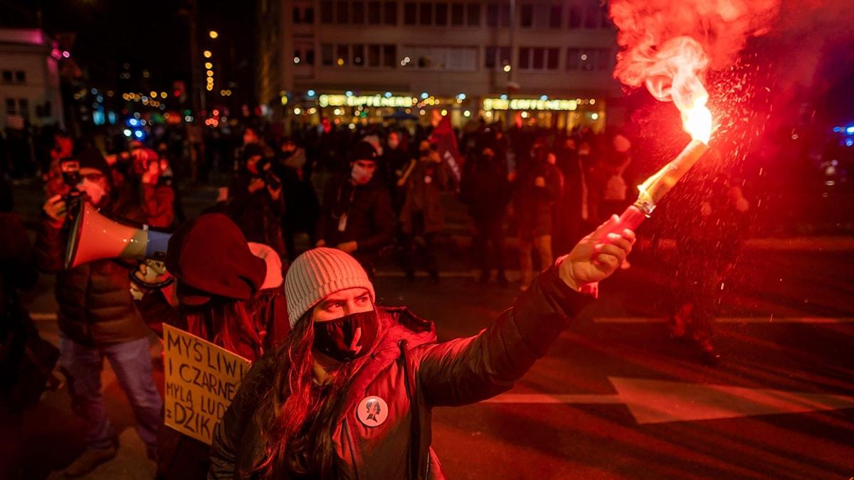 Den rörda blixten har blivit en symbol för proteströrelsen i Polen.