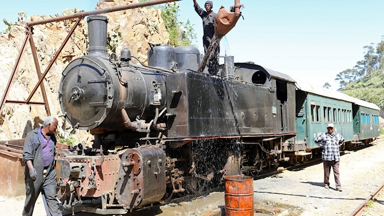 After a decade, the work was completed and the railway again clustered Asmara with the port of Massawa on the Red Sea coast, a symbol of the independence and independence of the young nation of Eritrea.