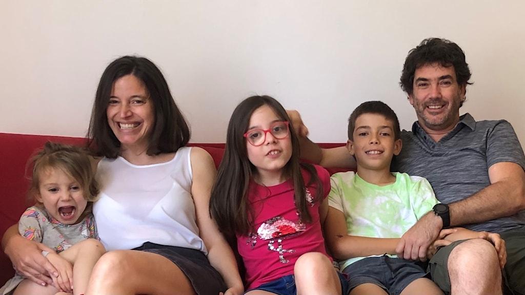 Ema, Susana Marqués, Ana, Gui och Enrique Oltra som berättade om sin vackra men inte särskilt energieffektiva lägenhet i centrala Lissabon.