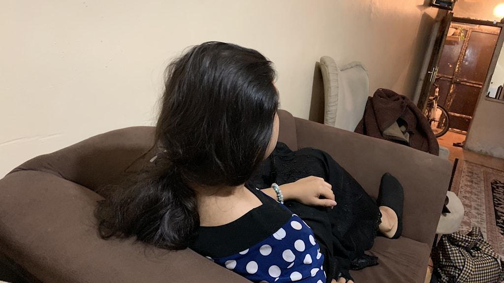 Den iranska transpersonen Taranoms dröm är att få leva som kvinna, utöva sin konst fritt och slå igenom i Iran. Av rädsla att bli utsatt vill hon inte visa sitt ansikte på bild.