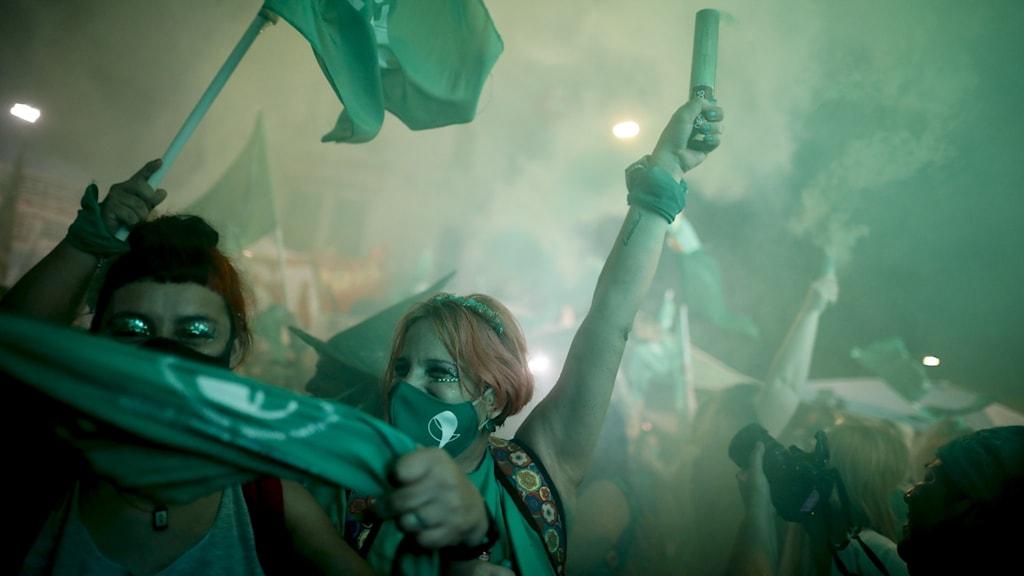 Abortfirare utanför kongressen i Buenos Aires.