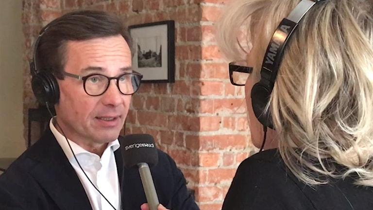 Ulf Kristersson blir intervjuad av Helena Groll.